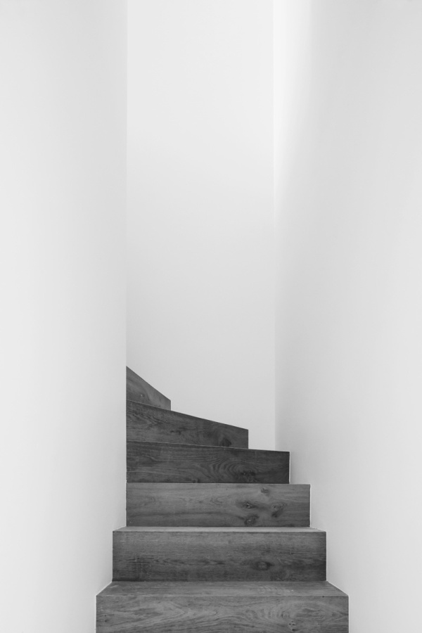 Minimalist-Brussels-Loft-Interiors-design-Nicolas-Schuybroek-Architects-ideasgn-Stairs